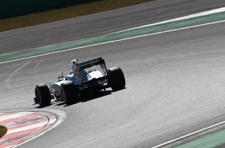 Mercedes potrebbe correre le prime gare con la power unit 2014