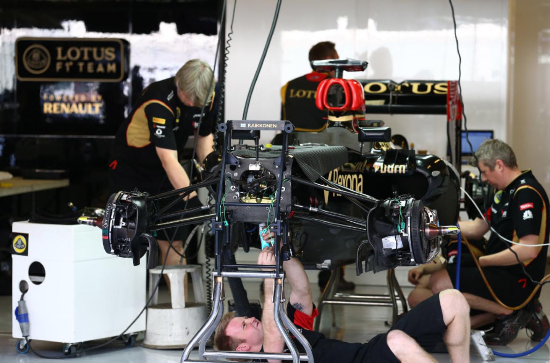 Guai a chi tocca la Lotus di Kimi
