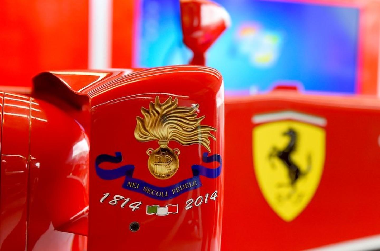 La Ferrari celebra i duecento anni dei Carabinieri