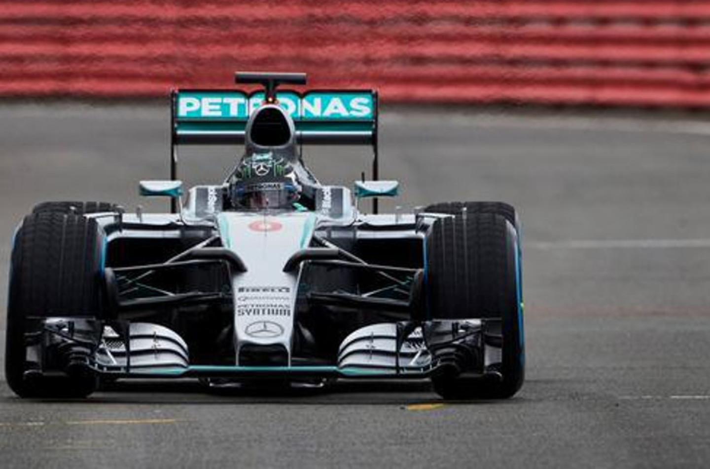 Prime immagini nitide della Mercedes W06 Hybrid