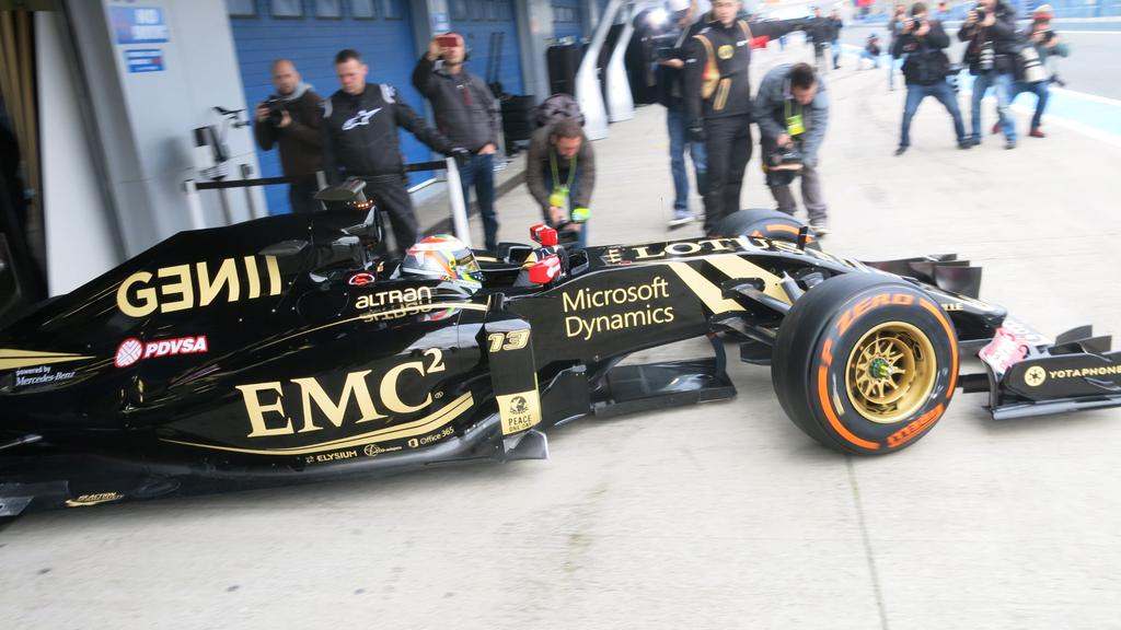 Scesa in pista a Jerez la Lotus E23 Hybrid