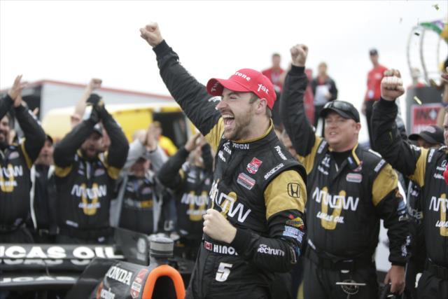 Indycar NOLA: Hinchcliffe vince in una gara più gialla che verde
