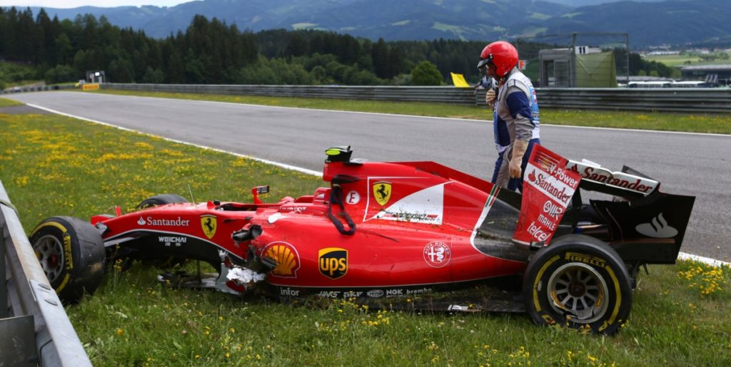 21.06.2015- Race, Kimi Raikkonen (FIN) Scuderia Ferrari SF15-T car after the crash