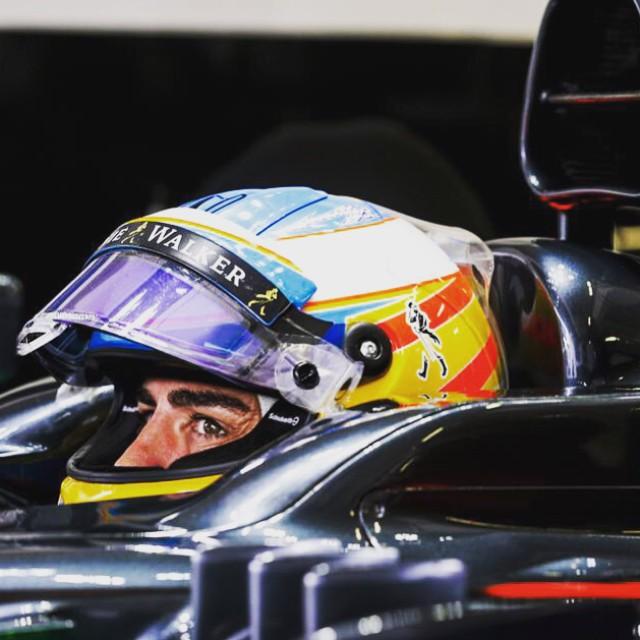 Alonso corregge il tiro su Twitter dopo il team radio contro Honda