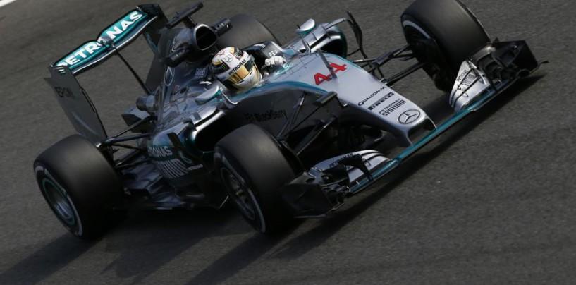 GP d'Italia, pole per Hamilton davanti ai due ferraristi