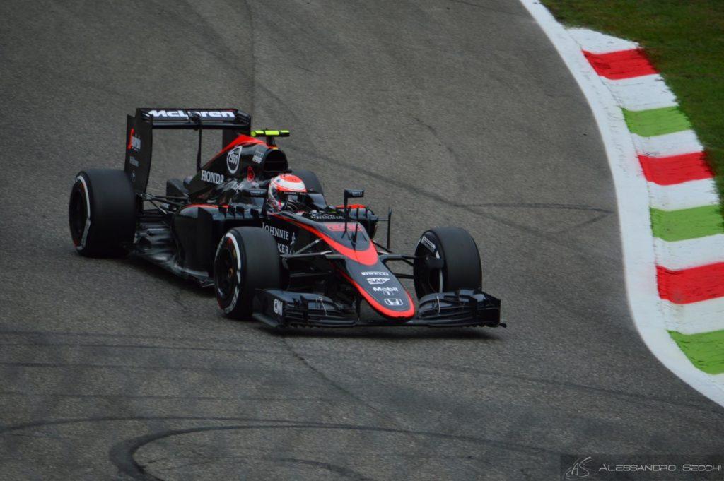 F1 | Jenson Button: i fan votano la livrea del casco per il 2016