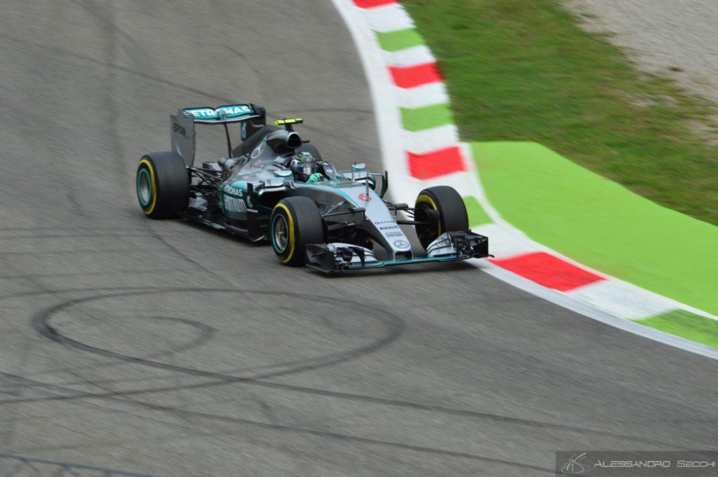 GP Singapore, libere 1: Rosberg davanti a tutti, Rossi a muro
