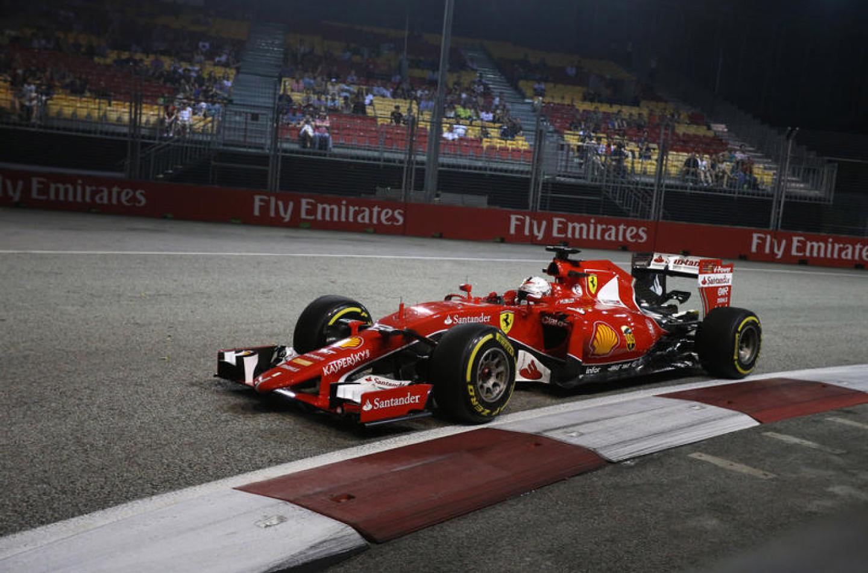 Qualifiche GP Singapore: Vettel in pole davanti a Ricciardo e Raikkonen