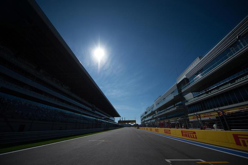Libere 1 del GP Russia posticipate: gasolio in pista