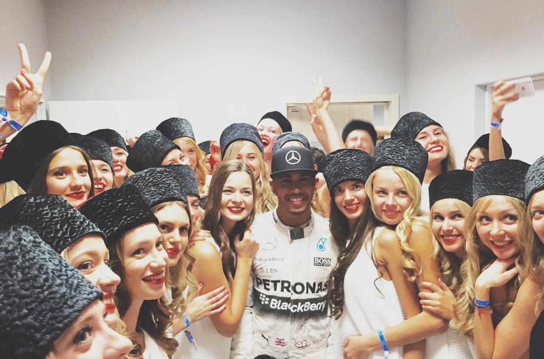 La doppia vita di Lewis Hamilton