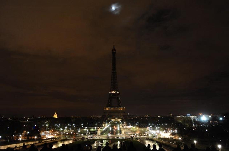 F1   GP Brasile: un minuto di silenzio per le vittime degli attentati di Parigi