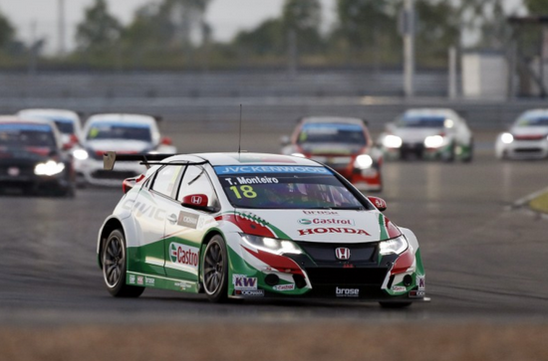 WTCC | Buriram: Monteiro squalificato da gara-2, vittoria a Loeb