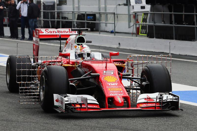 F1 | Test day 1: Vettel chiude al comando, Hamilton stakanovista