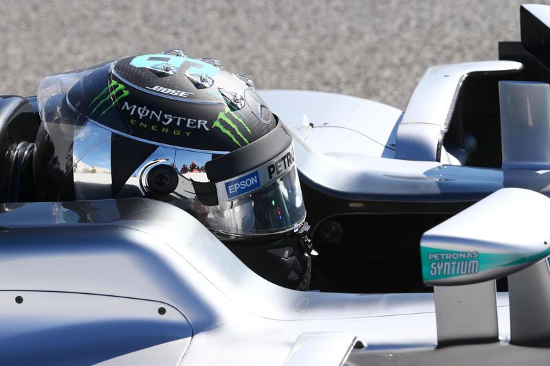 F1 | GP Malesia, FP1: Rosberg ok, incendio per la Renault di Magnussen