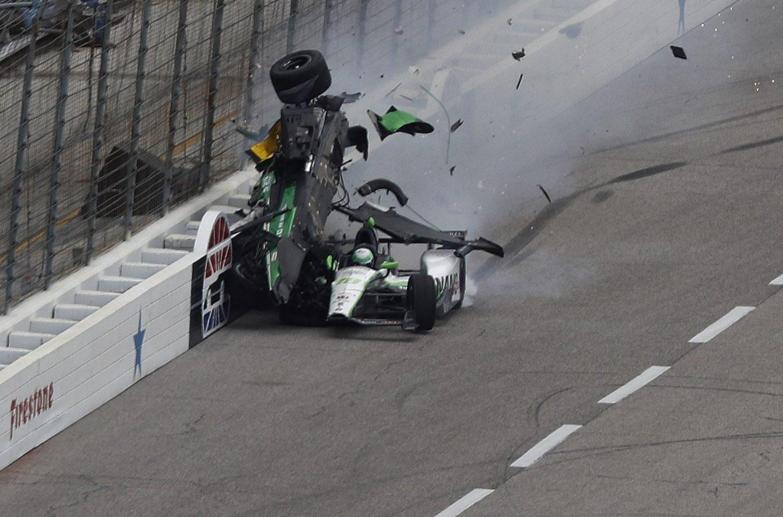 Indycar | Gara sospesa per pioggia, brutto incidente per Newgarden