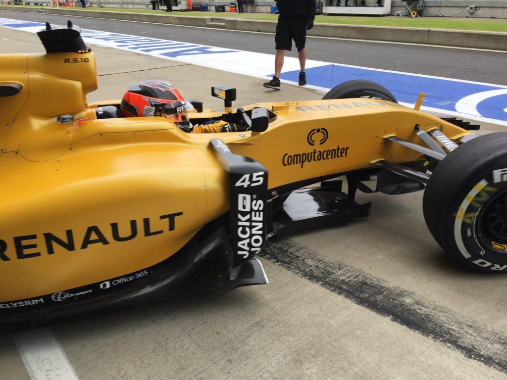 F1 | Ocon in pista con Renault durante le FP1 in Ungheria