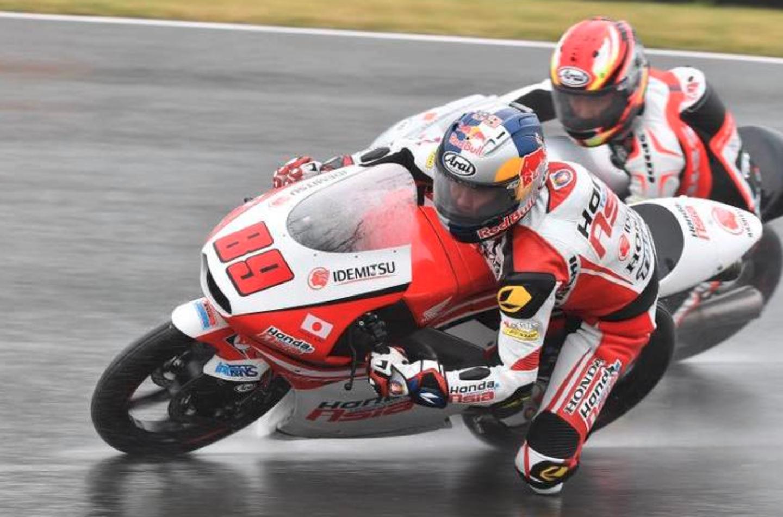 Moto3 | Pawi trionfa nel diluvio al Sachsenring su Locatelli e Bastianini