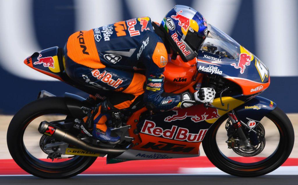 Moto3 | GP Valencia, Binder vince e umilia tutti. Mir 2° davanti a Migno