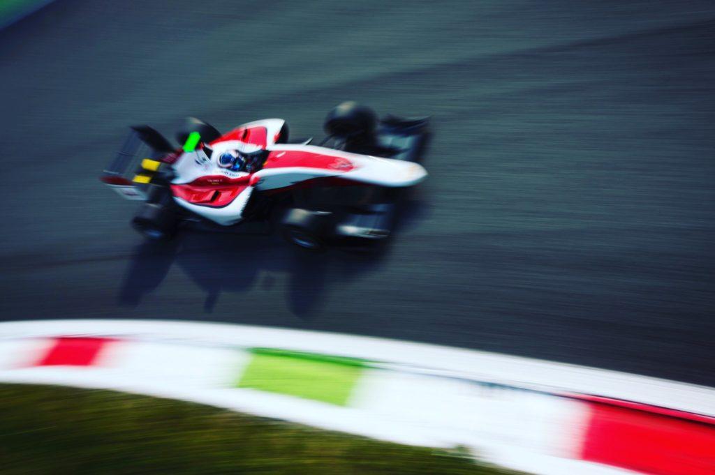 GP3   GP Abu Dhabi: De Vries vince Gara 1, Leclerc è Campione 2016