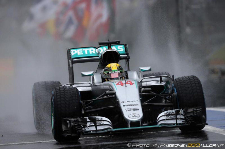 F1 | Hamilton vince un GP del Brasile senza senso su Rosberg e Verstappen