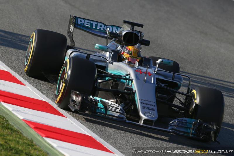 F1 | Test day 1: Hamilton leader, ma la Ferrari c'è