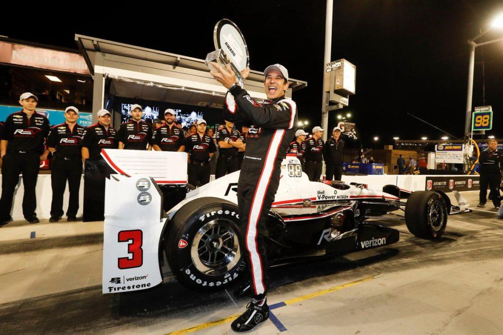 Indycar | Pole e record della pista per Castroneves