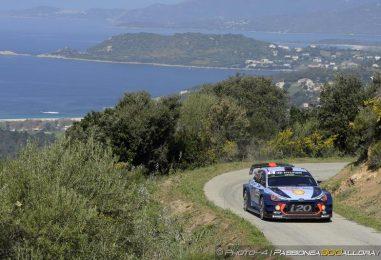 WRC   Corsica: Meeke rompe il motore, Neuville al comando
