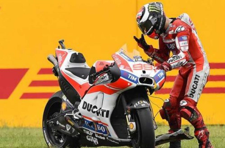 Lorenzo, da rosso Ducati a rosso... di rabbia