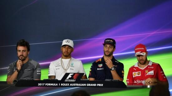 La sai l'ultima? Alonso entra in una McLaren... e bang! Si rompe qualcosa! 1