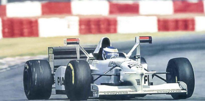 """<span class=""""entry-title-primary"""">Tyrrell 025: i primi """"candelabri"""" della storia</span> <span class=""""entry-subtitle"""">20 anni fa la discussa soluzione portata dal team inglese</span>"""