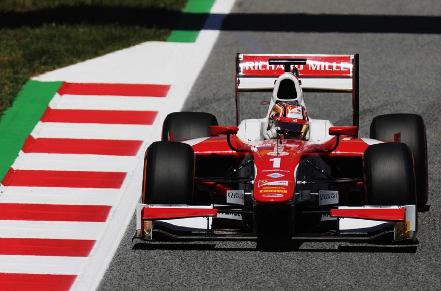 F2 | Pole position per Charles Leclerc a Barcellona