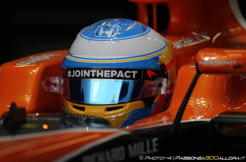 La sai l'ultima? Alonso entra in una McLaren... e bang! Si rompe qualcosa!