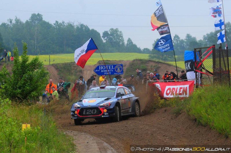 WRC | Polonia: Neuville balza al comando, Ogier perde terreno