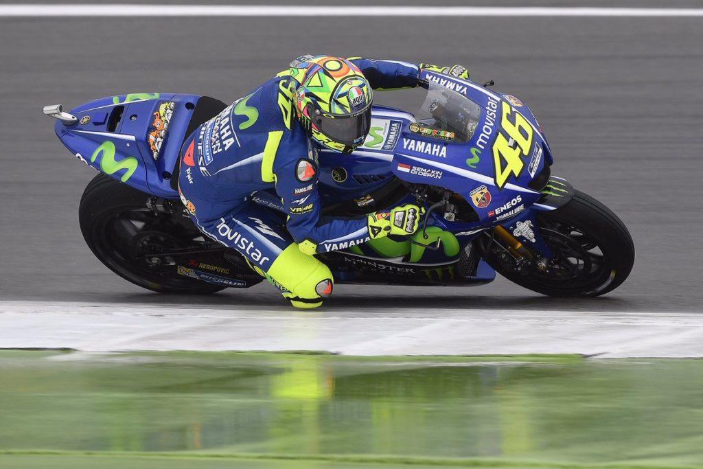 MotoGP   Caduta per Rossi in allenamento, sospetta doppia frattura alla gamba destra
