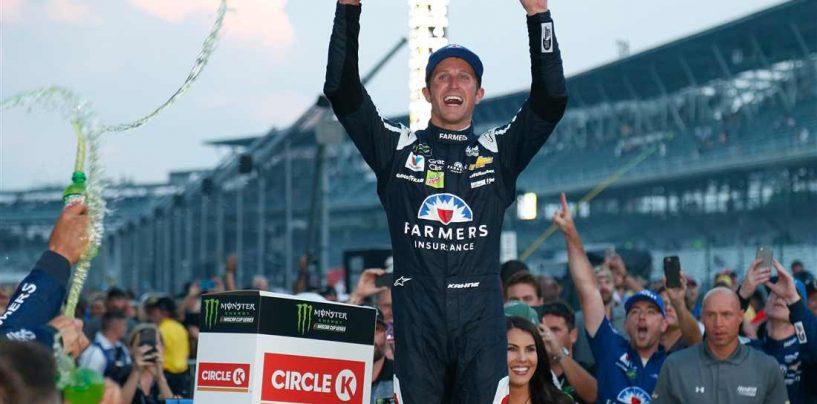 "<span class=""entry-title-primary"">NASCAR | Demolition derby a Indy, Kahne vince la Brickyard 400</span> <span class=""entry-subtitle"">Il pilota del team Hendrick rompe un digiuno lungo quasi 3 anni ed è ai playoff</span>"
