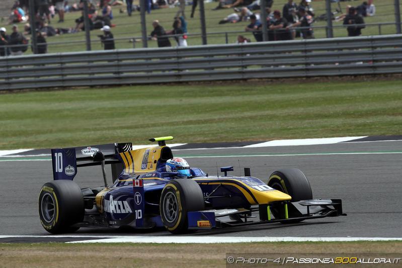 F2 | Silverstone: Latifi domina la sprint race, beffa per Rowland