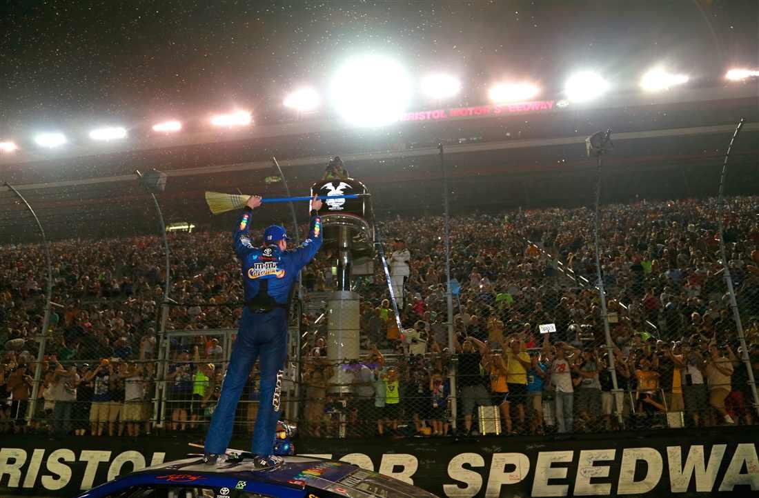 NASCAR | Kyle Busch riscrive di nuovo la storia a Bristol!