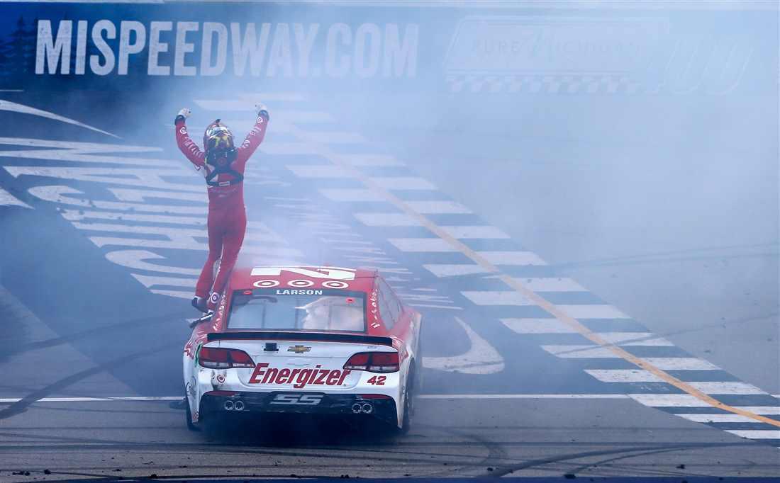 NASCAR   Ripartenza magica, Kyle Larson vince ancora in Michigan!