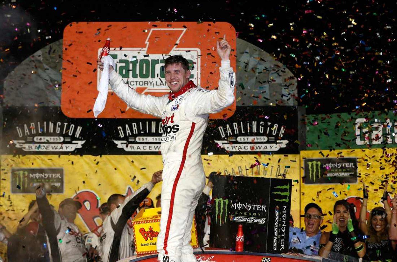 NASCAR | Denny Hamlin beffa Truex a Darlington