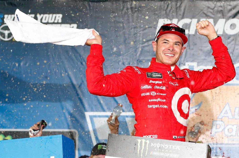 NASCAR | Truex domina ma a Richmond vince Larson!