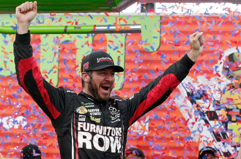 NASCAR   Martin Truex Jr. rimonta e vince a Chicago!