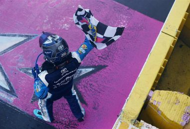 NASCAR | Truex impeccabile, vince in rimonta a Charlotte!