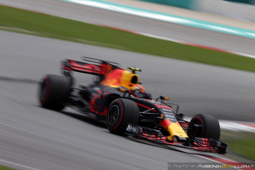F1 | GP Malesia: Verstappen trionfa su Hamilton e Ricciardo. Vettel ottimo 4°