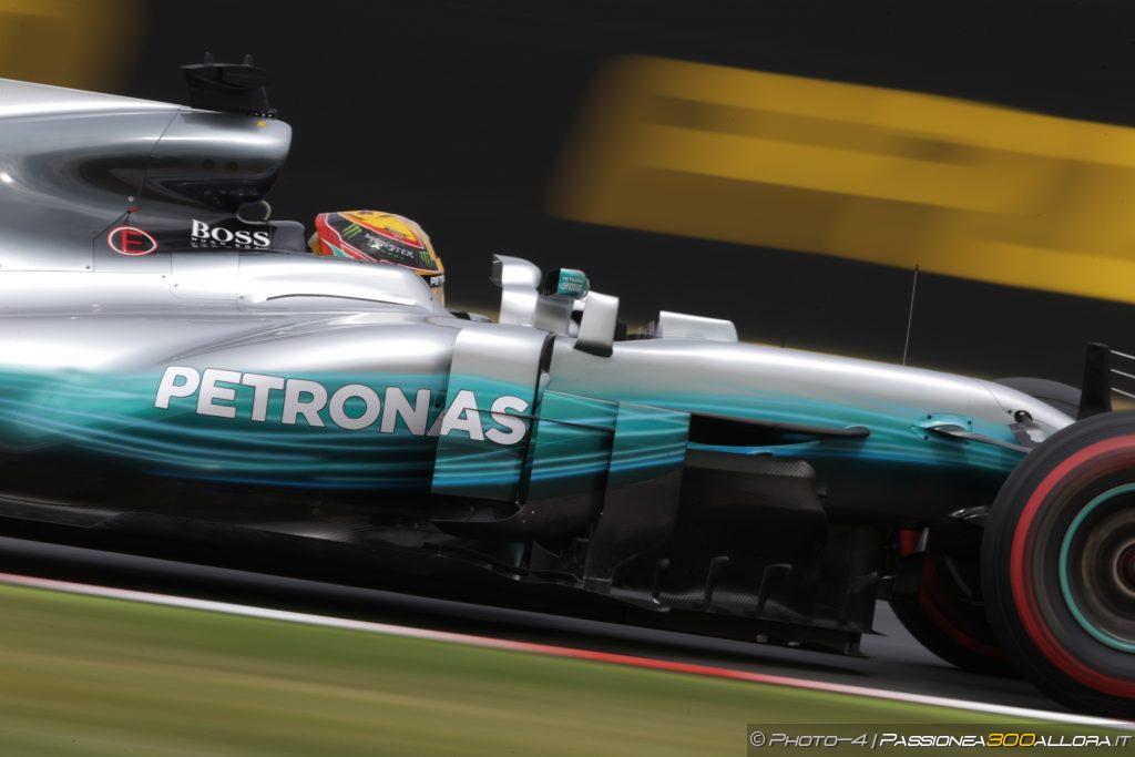 F1 | GP Giappone, qualifiche: Hamilton pole con record, Vettel partirà in prima fila