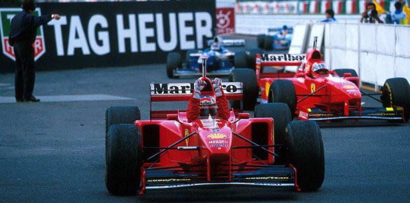 """<span class=""""entry-title-primary"""">Suzuka 1997: la domenica perfetta della Ferrari</span> <span class=""""entry-subtitle"""">La vittoria di Schumacher e la squalifica di Villeneuve</span>"""