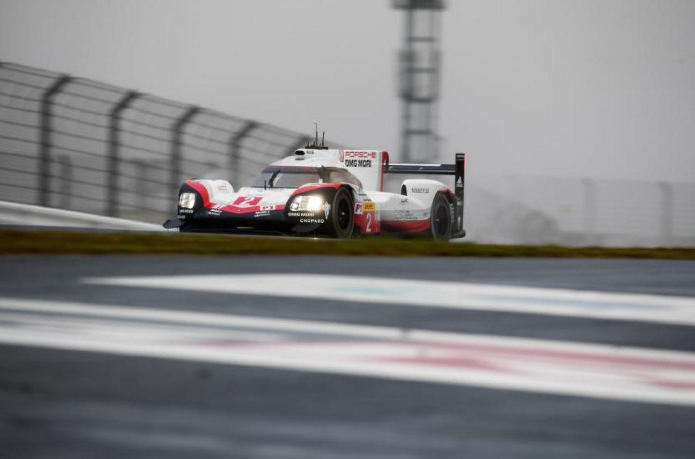 WEC | Fuji: doppia pole Porsche sotto la pioggia