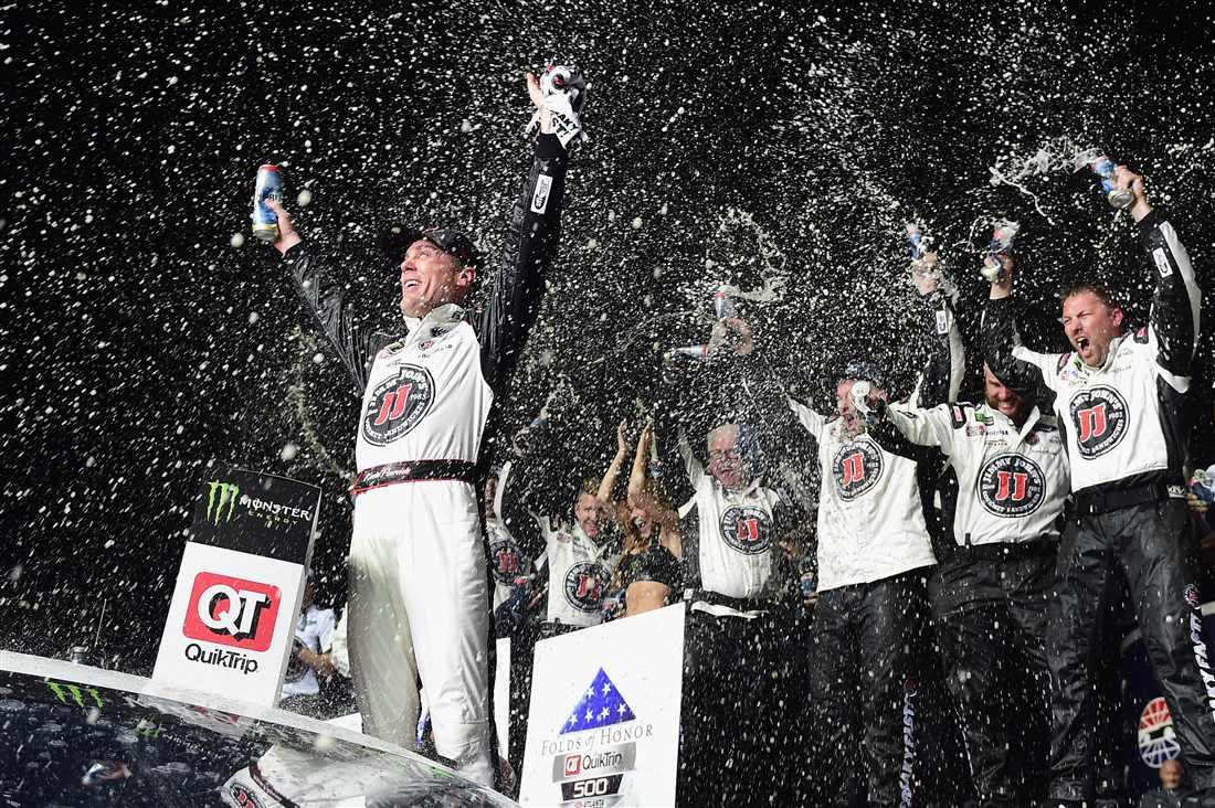 NASCAR | Kevin Harvick domina ad Atlanta!