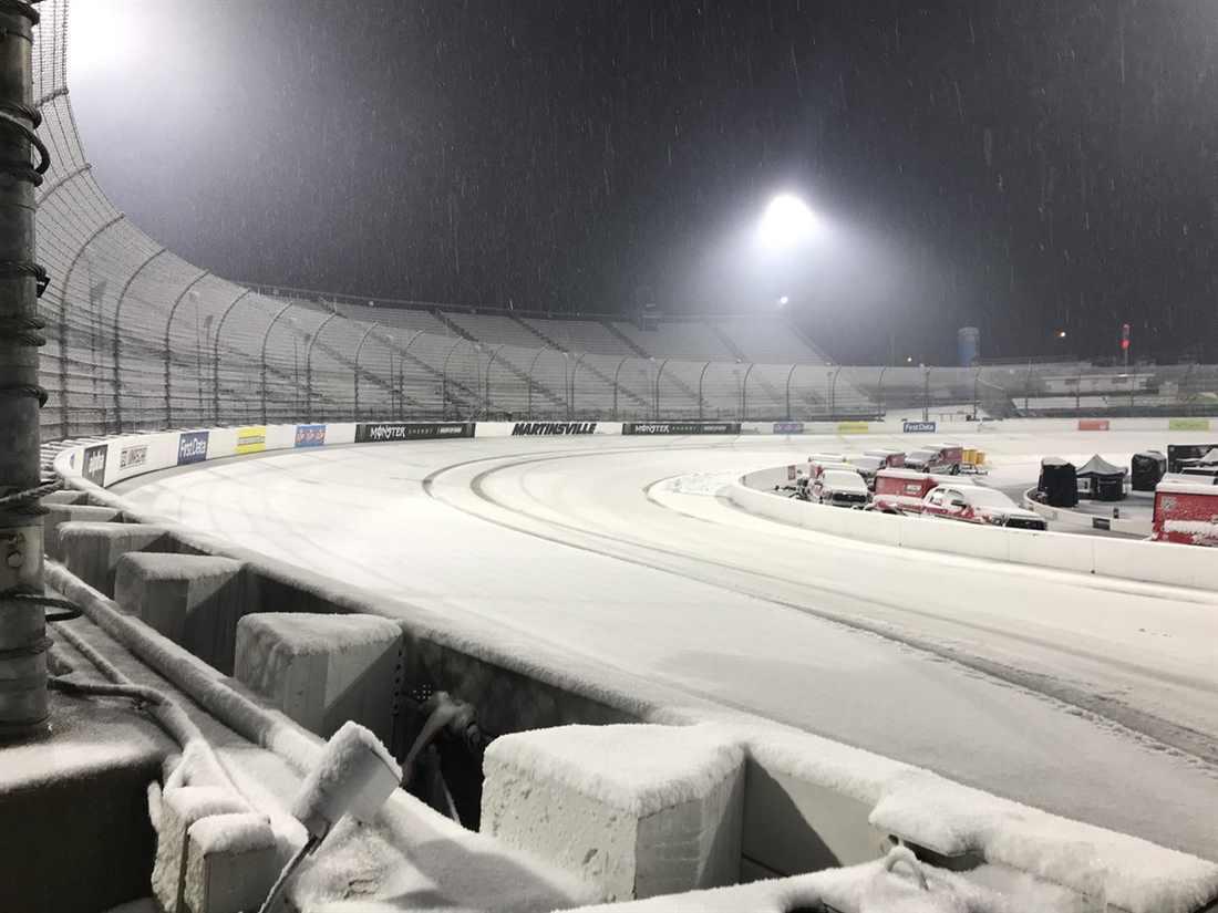 NASCAR | Neve a Martinsville, gara posticipata di 24 ore