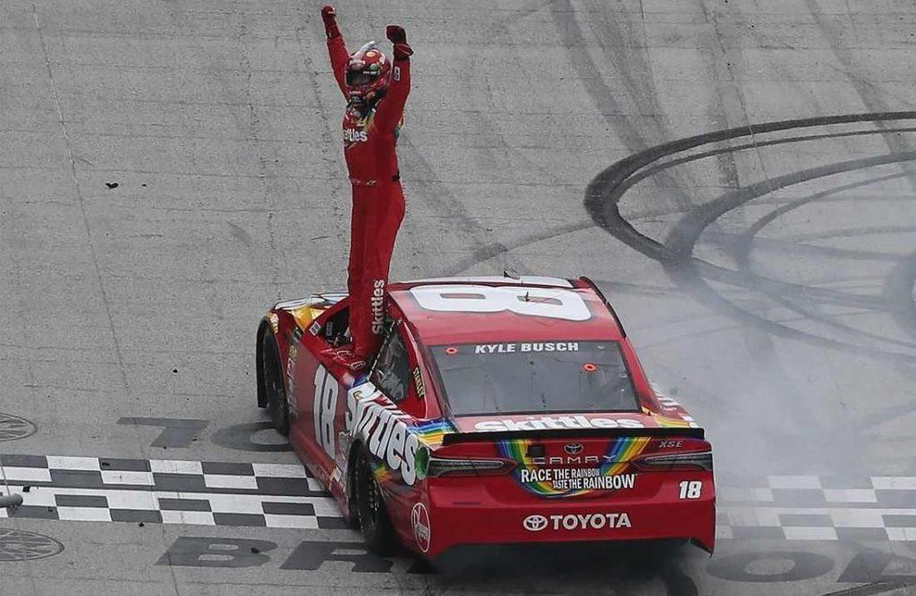 NASCAR   Kyle Busch vince a Bristol ed è in testa al campionato!