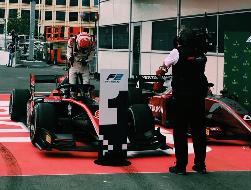 F2 | GP Azerbaijan: Russell rimonta dal 12° posto e vince gara-2
